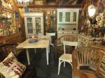 Blick in die Ausstellung / Shabby Chic-Möbel